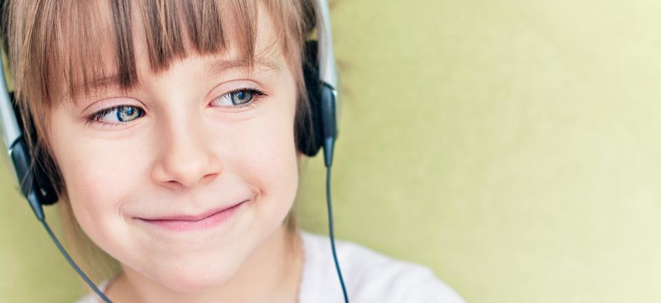 smiling_girl_headphones_green_bgd.jpg